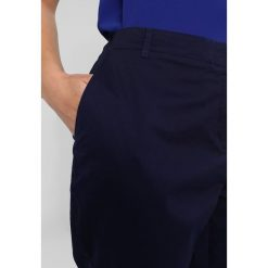 Chinosy damskie: Anna Field Curvy Chinosy dark blue