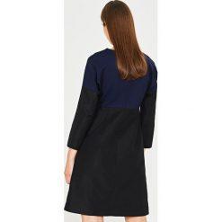 Simple - Sukienka. Czarne sukienki balowe marki Reserved. W wyprzedaży za 299,90 zł.