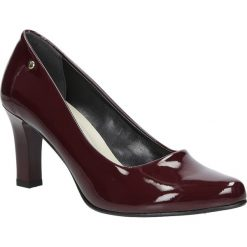 Bordowe czółenka lakierowane na słupku Casu 3043. Brązowe buty ślubne damskie marki bonprix, na obcasie. Za 78,99 zł.