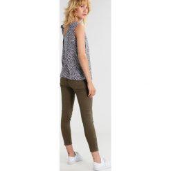 IKKS Jeansy Slim fit khaki. Brązowe jeansy damskie IKKS. W wyprzedaży za 290,95 zł.