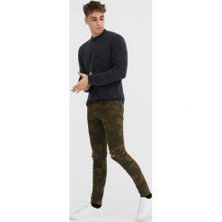Jeansy super skinny fit biker. Szare jeansy męskie relaxed fit marki Pull & Bear, okrągłe. Za 59,90 zł.