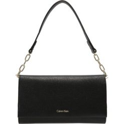 Kopertówki damskie: Calvin Klein INSTANT ON CHAIN Kopertówka black