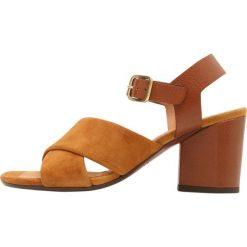 Chie Mihara OKAY Sandały ante cognac. Brązowe sandały trekkingowe damskie Chie Mihara, z materiału. W wyprzedaży za 582,45 zł.