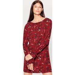 Sukienka z wiązaniami - Brązowy. Brązowe sukienki z falbanami marki Mohito, l. W wyprzedaży za 59,99 zł.