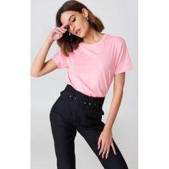 NA-KD Basic T-shirt oversize - Pink. Zielone t-shirty damskie marki Emilie Briting x NA-KD, l. W wyprzedaży za 26,48 zł.