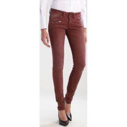 Freeman T. Porter CORALIE Jeansy Slim Fit sable. Niebieskie jeansy damskie marki Freeman T. Porter. W wyprzedaży za 303,20 zł.