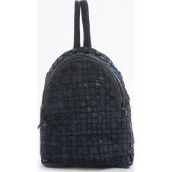Plecaki damskie: Skórzany plecak w kolorze niebieskim – 25 x 31 x 13 cm