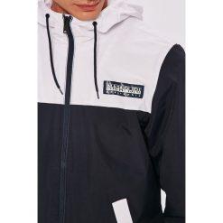 Napapijri - Kurtka. Czarne kurtki męskie przejściowe marki Napapijri, l, z materiału, z kapturem. W wyprzedaży za 369,90 zł.