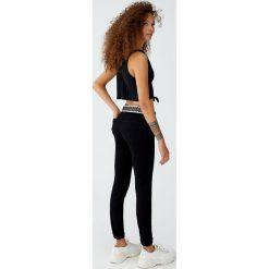 Jeansy push up. Czarne jeansy damskie Pull&Bear. Za 79,90 zł.