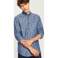 Koszula regular fit - Niebieski. Niebieskie koszule męskie marki Reserved, l. W wyprzedaży za 49,99 zł.