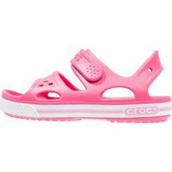 Crocs CROCBAND II Sandały kąpielowe paradise pink/carnation. Czerwone sandały chłopięce marki Crocs, z gumy. Za 129,00 zł.