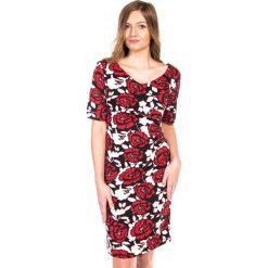 Sukienka w czerwono-białe kwiaty QUIOSQUE. Czerwone sukienki balowe QUIOSQUE, w kwiaty, z dzianiny, z klasycznym kołnierzykiem, z krótkim rękawem, mini, dopasowane. W wyprzedaży za 39,99 zł.
