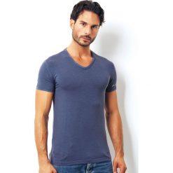 Męski T-shirt przylegający ENRICO COVERI 1501J. Białe podkoszulki męskie marki B'TWIN, m, z elastanu, z krótkim rękawem. Za 40,32 zł.