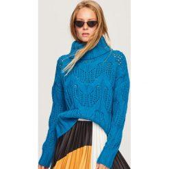 Sweter z ażurowym wzorem - Turkusowy. Niebieskie swetry klasyczne damskie marki bonprix, na lato, z bawełny, z okrągłym kołnierzem. Za 139,99 zł.