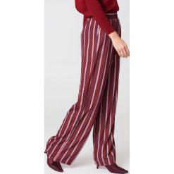 NA-KD Szerokie spodnie z wysokim stanem - Red,Multicolor. Zielone spodnie z wysokim stanem marki Emilie Briting x NA-KD, l. Za 121,95 zł.