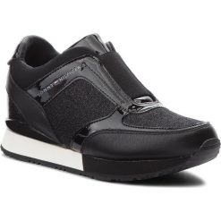 Sneakersy TOMMY HILFIGER - Elastic Wedge Sneaker FW0FW03553  Black 990. Czarne sneakersy damskie marki TOMMY HILFIGER, z materiału, z okrągłym noskiem, na obcasie. Za 549,00 zł.