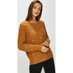 Vero Moda - Sweter. Pomarańczowe swetry klasyczne damskie Vero Moda, l, z dzianiny, z okrągłym kołnierzem. W wyprzedaży za 139,90 zł.