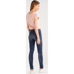 Denham NEEDLE Jeans Skinny Fit dark blue. Niebieskie boyfriendy damskie Denham. W wyprzedaży za 267,60 zł.