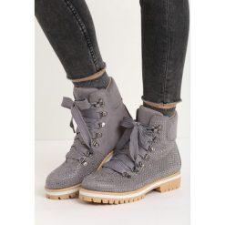 Ciemnoszare Traperki Starry. Szare buty zimowe damskie Born2be, na płaskiej podeszwie. Za 89,99 zł.