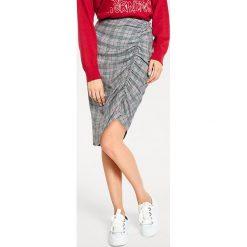 Odzież damska: Spódnica w kolorze czarno-biało-czerwonym