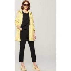 Płaszcze damskie pastelowe: Płaszcz z kapturem – Żółty