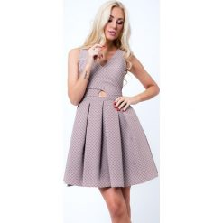 Sukienki hiszpanki: Sukienka rozkloszowana we wzory cappuccino G5011