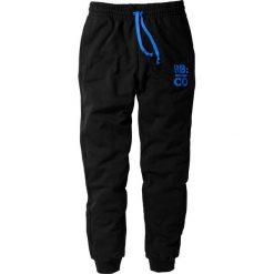 Spodnie dresowe Slim Fit bonprix czarny. Czarne rurki męskie marki bonprix, z nadrukiem, z dresówki. Za 74,99 zł.