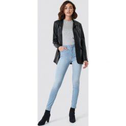 NA-KD Jeansy Skinny Mid Waist - Blue. Szare spodnie z wysokim stanem marki NA-KD, z bawełny, z podwyższonym stanem. Za 141,95 zł.