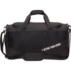 Torba sportowa TPU635 - czarny - Outhorn. Czarne torby podróżne Outhorn, w paski, z gumy. W wyprzedaży za 44,99 zł.