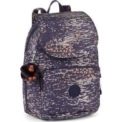 """Plecak """"Cayenne"""" w kolorze granatowo-fioletowym - 27 x 37 x 19,5 cm. Brązowe plecaki męskie Kipling, z tkaniny. W wyprzedaży za 239,95 zł."""