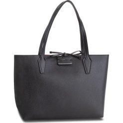 Torebka GUESS - HWBC64 22150 BLC. Czarne torebki klasyczne damskie Guess, z aplikacjami, ze skóry ekologicznej. W wyprzedaży za 479,00 zł.