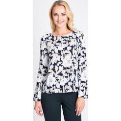 Bluzki damskie: Granatowa bluzka w duże kwiaty QUIOSQUE