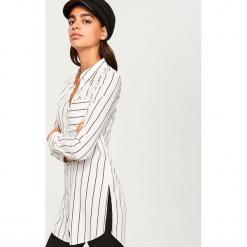 Długa koszula - Biały. Białe koszule damskie Reserved, z długim rękawem. W wyprzedaży za 34,99 zł.