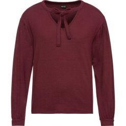 Sweter z dekoltem w serek bonprix czerwony klonowy. Czerwone swetry klasyczne damskie bonprix, z dekoltem w serek. Za 59,99 zł.