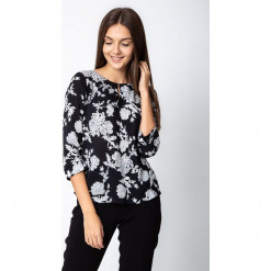 Czarna bluzka w duże kwiaty QUIOSQUE. Szare bluzki z odkrytymi ramionami marki QUIOSQUE, na co dzień, s, w koronkowe wzory, z dzianiny, z klasycznym kołnierzykiem, ołówkowe. Za 149,99 zł.