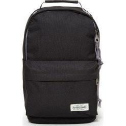 """Plecak """"Chizzo S"""" w kolorze czarnym - 23,5 x 40 x 13 cm. Czarne plecaki męskie Eastpak, w paski, z materiału. W wyprzedaży za 130,95 zł."""