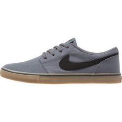 Nike SB PORTMORE II SS CNVS Tenisówki i Trampki dark grey/black/light brown. Szare trampki męskie Nike SB, z materiału. Za 269,00 zł.