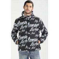 Armani Exchange Kurtka wiosenna black. Czarne kurtki męskie marki Armani Exchange, l, z materiału, z kapturem. W wyprzedaży za 607,20 zł.