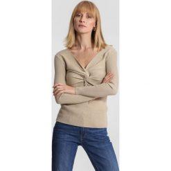 Beżowy Sweter Far Far AWay. Brązowe swetry klasyczne damskie other, na jesień, l. Za 69,99 zł.