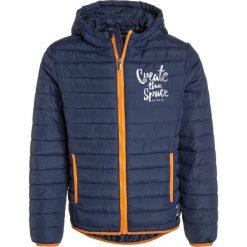 Blue Seven ANORAK Kurtka zimowa dunkelblau. Niebieskie kurtki chłopięce przeciwdeszczowe Blue Seven, na zimę, z materiału. W wyprzedaży za 142,35 zł.