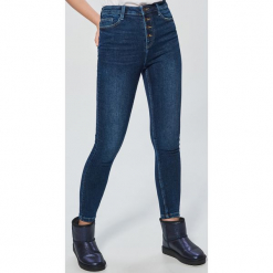Jeansy High Waist - Granatowy. Niebieskie spodnie z wysokim stanem Cropp, z jeansu. Za 119,99 zł.