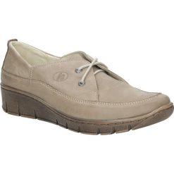 Beżowe półbuty skórzane sznurowane na koturnie Helios 339. Brązowe buty ślubne damskie marki Helios, na koturnie. Za 188,99 zł.