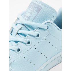 Adidas Originals STAN SMITH  Tenisówki i Trampki ice blue/tactile blue. Niebieskie trampki chłopięce marki adidas Originals, z materiału. W wyprzedaży za 171,75 zł.