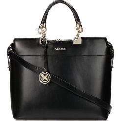 Czarna torebka do ręki. Czarne torebki klasyczne damskie marki Kazar, w paski, ze skóry. Za 849,00 zł.