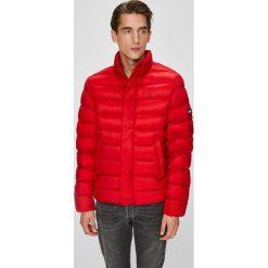 Tommy Jeans - Kurtka puchowa. Czerwone kurtki męskie bomber Tommy Jeans, l, z jeansu. Za 699,90 zł.