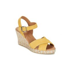 Sandały Betty London  INDIDI. Żółte sandały damskie marki Betty London. Za 239,20 zł.