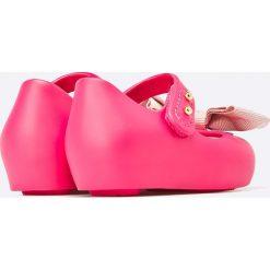 Melissa - Baleriny dziecięce Mini Melissa Ultra Sweet. Różowe meliski damskie Melissa, z kauczuku. W wyprzedaży za 159,90 zł.