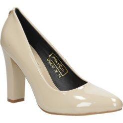 Beżowe czółenka na słupku lakierowane Casu DP28/16BE. Brązowe buty ślubne damskie marki bonprix, na obcasie. Za 58,99 zł.