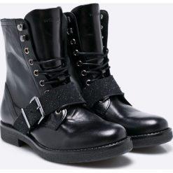 Wojas - Botki. Czarne buty zimowe damskie Wojas, z gumy, z okrągłym noskiem, na obcasie, na sznurówki. W wyprzedaży za 269,90 zł.