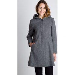 Płaszcze damskie pastelowe: Szary wełniany płaszcz z kapturem BIALCON